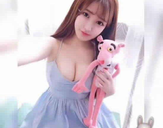 广州商务模特在网易上工作的也很多 对于客人的招待也很好